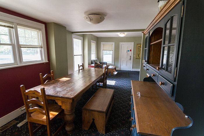 The dining area in 507 Erie Street Apartments