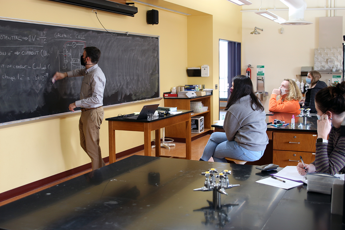 Albion College faculty member leads a class in lab