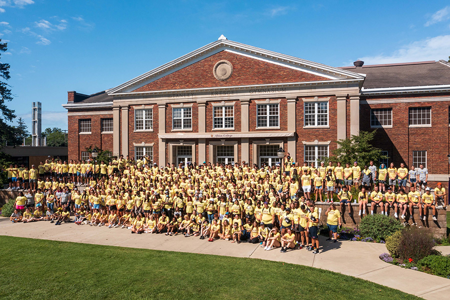 Albion College Class of 2025 group photo in front of Kresge Gymnasium, August 2021